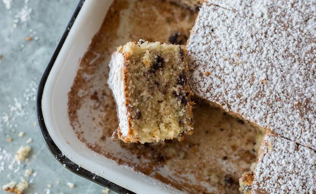 עוגת קוקוס ושוקולד צ'יפס. מריחים? (צילום: קרן אגם, אוכל טוב)