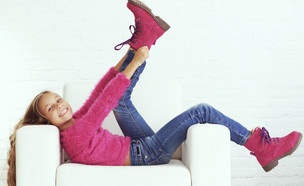 ילדה נעלי חורף 2020 (צילום: shutterstock)
