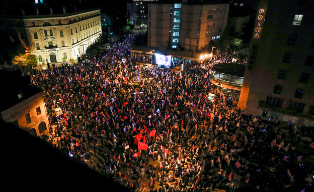 כך נראית ההפגנה הערב בבלפור (צילום: אוליביה פיטוסי, פלאש 90)