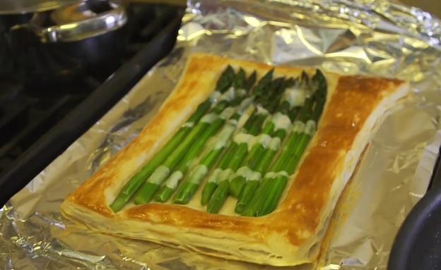 """כרובית ומאפה בצק עלים של מיכל אנסקי (צילום: מתוך """"ישראל מבשלת ביחד"""", קשת 12)"""