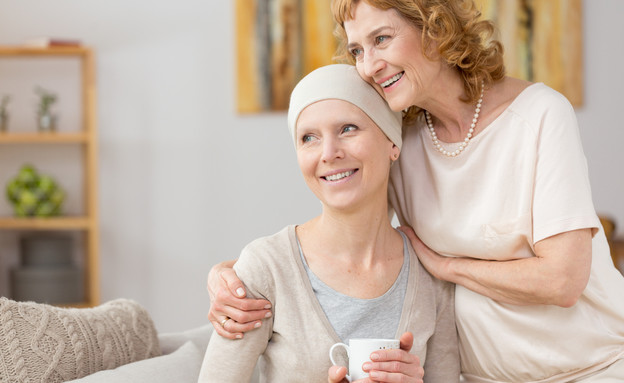 תמיכה בחולת סרטן  (צילום: Photographee.eu, shutterstock)