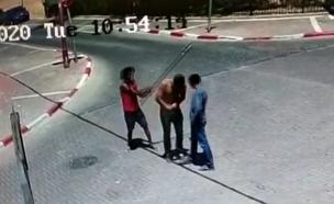 אלימות יוצאת דופן ברחובות אילת (צילום: מצלמות אבטחה)