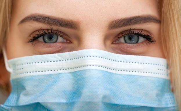 קלוז אפ אישה עם מסכה (צילום: Vasyl Rohan, shutterstock)