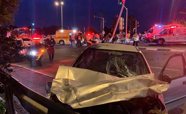 """תאונה בכביש 412 (צילום: ליאור פז, תיעוד מבצעי מד""""א)"""