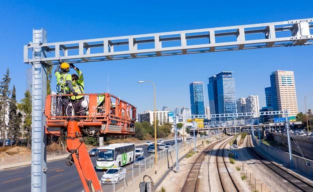 עבודות החשמול ברכבת (צילום: רכבת ישראל)