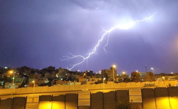 ברקים בבית צפפה בירושלים (צילום: צילום: יוסי זאבי)