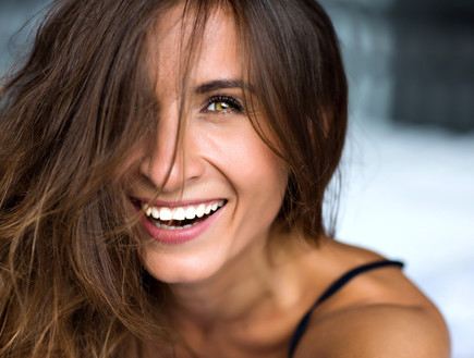מה הקשר בין המראה לאושר? (אילוסטרציה: By Ann Haritonenko, shutterstock)
