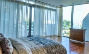 """איפה ישנים הישראלים העשירים בדובאי? (צילום: מתוך """"ערב טוב עם גיא פינס"""", קשת 12)"""
