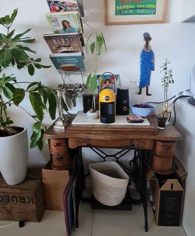 הבית של מיכל אנסקי, ג, פינת הקפה