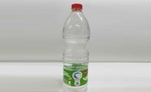 בקבוק מים 1.5 ליטר של נביעות שבו התגלה עובש