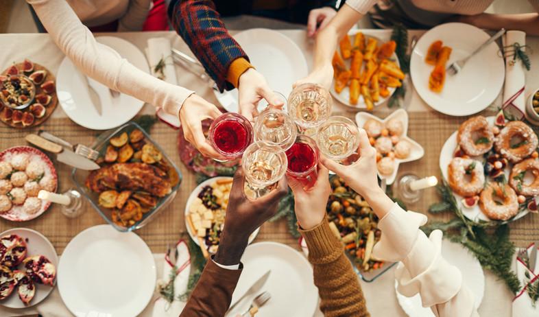 ארוחה חגיגית (צילום: shutterstock)