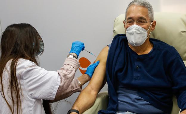 חיסון לקורונה (צילום: אוליביה פיטוסי, פלאש 90)