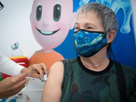 חיסון לקורונה (צילום: מרים אלסטר, פלאש 90)