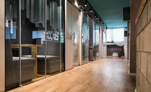 מסדרונות, עיצוב דקלה טל-גורדון (צילום: גלעד רדט)