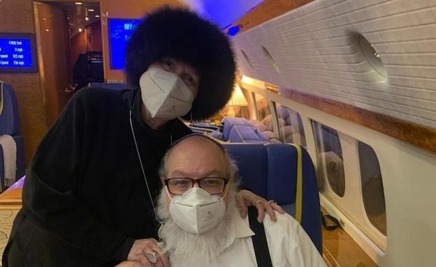 ג'ונתן פולארד ואסתר במטוס לישראל (צילום: J4JP)