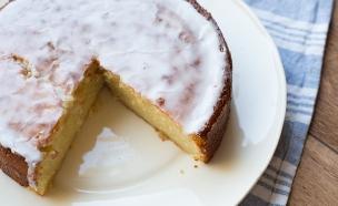 עוגת לימון ושקדים חתוכה (צילום: קרן אגם, אוכל טוב)