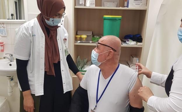 שוכרי עואודה, האחראי על מתחם החיסון בכפר כנא מתחסן