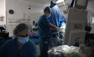 """ניתוח בבית החולים רמבם (צילום: דוברות רמב""""ם)"""