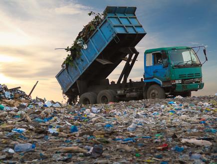 פסולת בניין, אתר בנייה (צילום: MOHAMED ABDULRAHEEM, shutterstock)