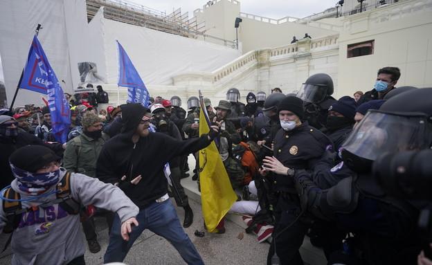 תומכי טראמפ מסרבים להכיר בהפסד ופתחו במהומות, גבעת (צילום: AP)