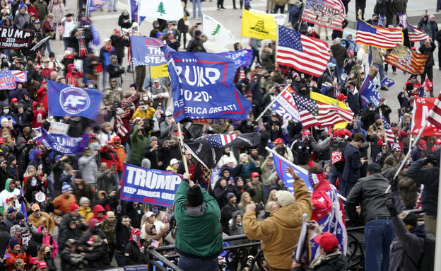 תומכי טראמפ מסרבים לקבל את ההפסד ופותחים במהומות ב (צילום: AP)