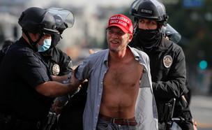 מעצר של תומך טראמפ מחוץ לגבעת הקפיטול (צילום: רויטרס)