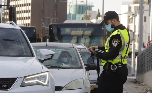 מחסום משטרה בתל אביב בסגר השלישי (צילום: איתן אלחדז, TPS)