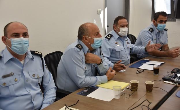 """מ""""מ מפכ״ל המשטרה, ניצב יעקוב שבתאי, בתחנת ירדן (צילום: דוברות המשטרה)"""