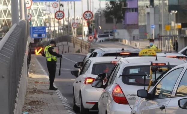 מחסום משטרתי סמוך למנהרת לה גרדייה, תל אביב (צילום: איתן אלחדז, TPS)