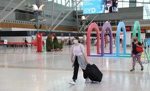 תושבים עוטים מסיכה בנמל התעופה הבינלאומי בסידני, אוסטרליה (צילום: שי פרנקו,רויטרס)