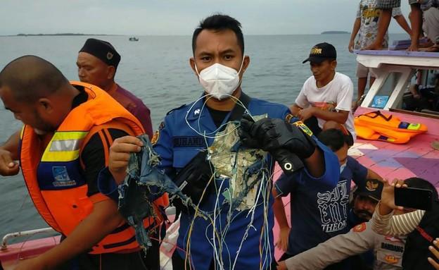 שרידים מהמטוס שהתרסק באינדונזיה (צילום: sky news)