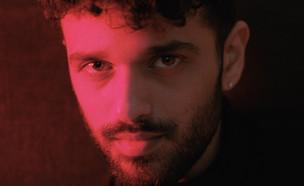 חן אהרוני – אני בחוץ (צילום:  יחסי ציבור)
