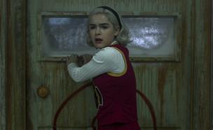 """מתוך """"הרפתקאותיה המצמררות של סברינה"""" (צילום: Diyah Pera/Netflix)"""