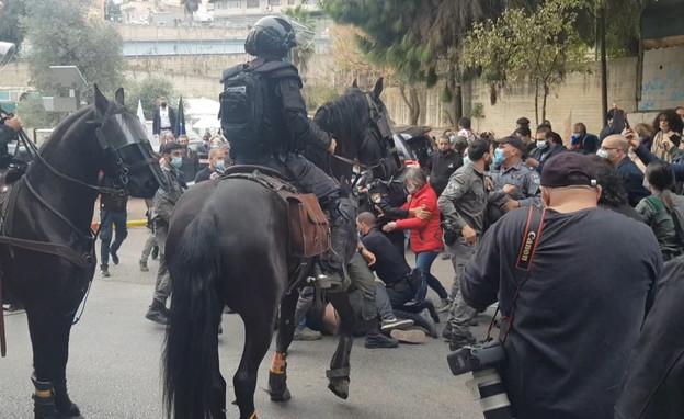 עימות בין מפגינים לשוטרים בנצרת