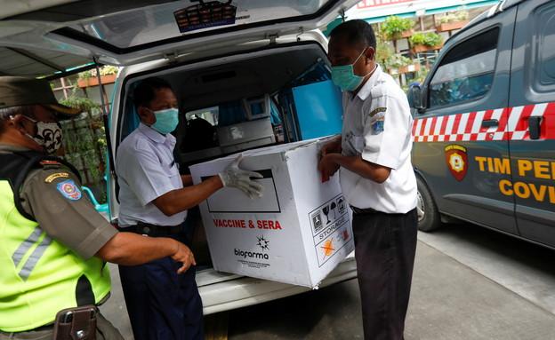 מבצע החיסונים באינדונזיה (צילום: רויטרס)