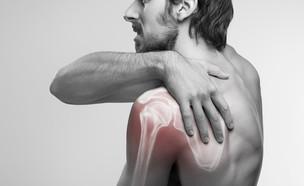 פציעת כתף (צילום: BigBlueStudio, shutterstock)
