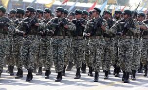 חיילים איראנים (צילום: ATTA KENARE/AFP, GettyImages)