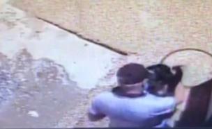צעירה התלוננה שגבר תקף אותה מינית (צילום: מצלמות אבטחה)
