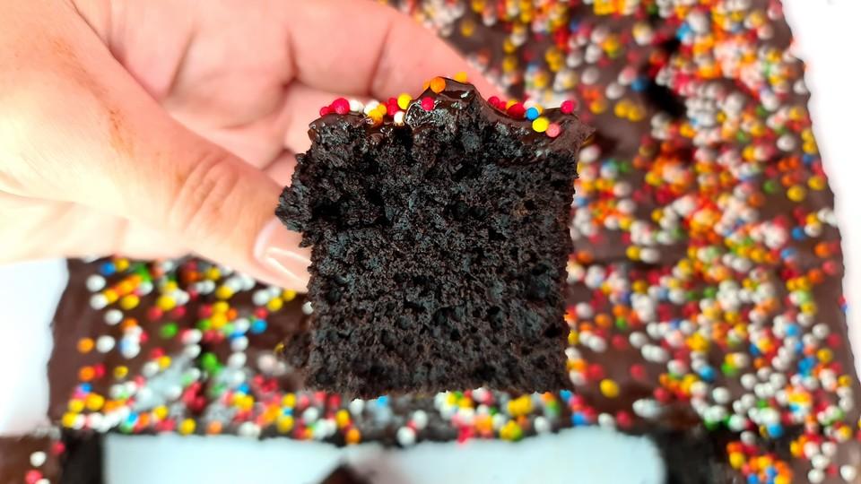 עוגת שוקולד במתיקות עדינה (צילום: נטלי אמילר , אוכל טוב)