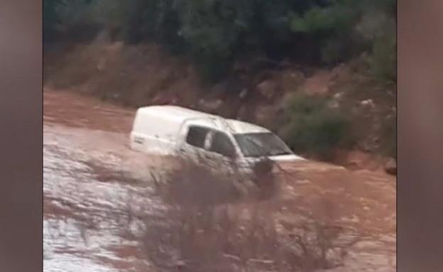רכב תקוע בנחל חילזון