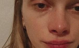 סתיו סטרשקו בוכה (צילום: instagram)