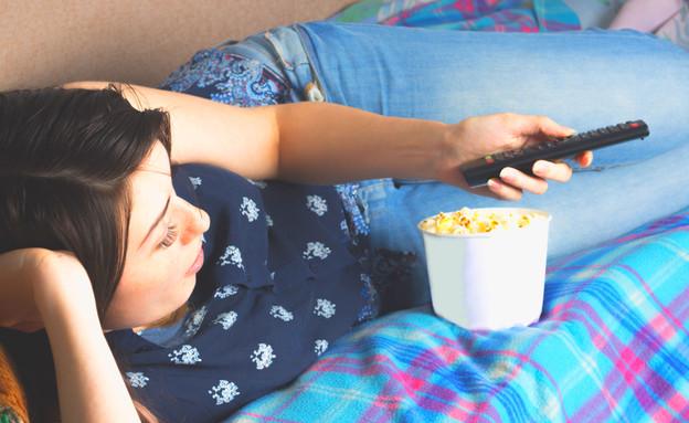 אישה אוכלת (צילום: Olya Detry, shutterstock)