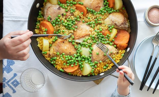"""עוף, אורז מלא וירקות בסיר אחד (צילום: עידית נרקיס כ""""ץ, אוכל טוב)"""
