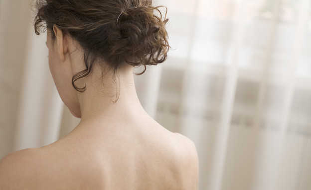 אישה עם גב חשוף (צילום: sirtravelalot, shutterstock)