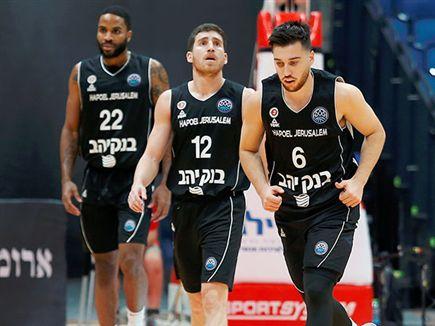 יחזרו בטיסה פרטית? שחקני ירושלים (אלן שיבר) (צילום: ספורט 5)