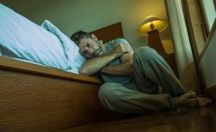 גבר בדיכאון (צילום: TheVisualsYouNeed, Shutterstock)