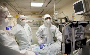 מחלקת הקורונה בבית החולים איכילוב (צילום: רויטרס)