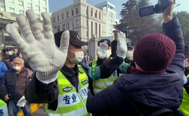 בסין רודפים את האזרחים והעיתונאים שסיקרו את המגפה (צילום: CNN)