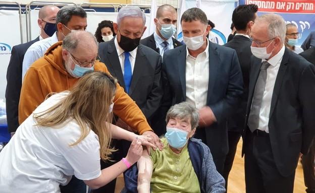 נתניהו ואדלשטיין במרכז החיסונים בשדרות