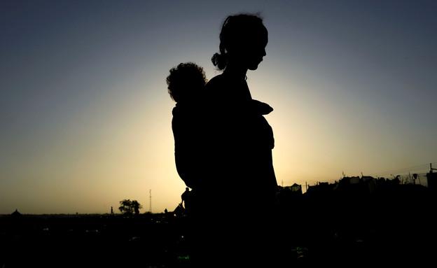 מסע ברגל במדבריות סודן (צילום: רויטרס)